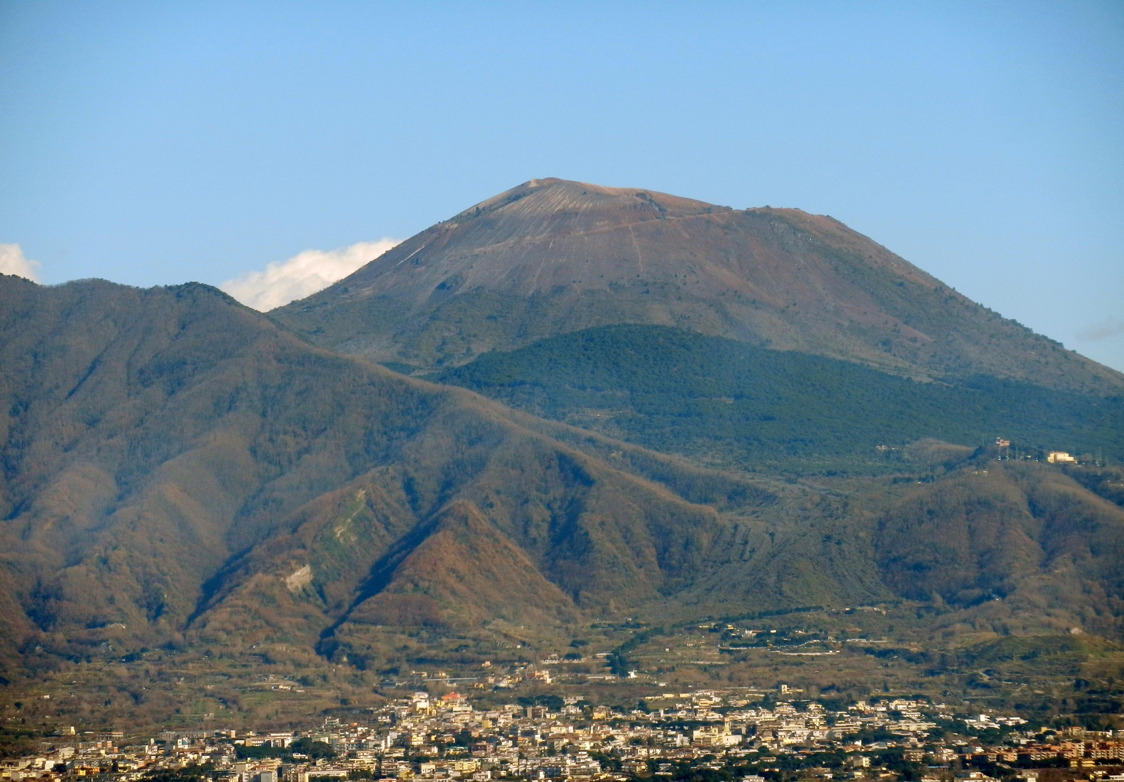 L'imponente complesso vulcanico costituito dal Monte Somma e dal Vesuvio!!!