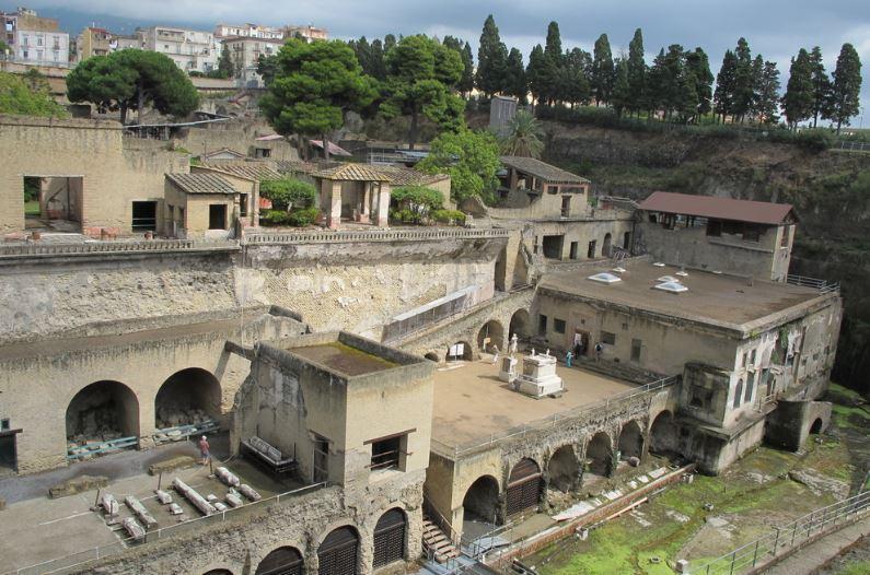 """La """"Villa dei Papiri"""" di Ercolano"""