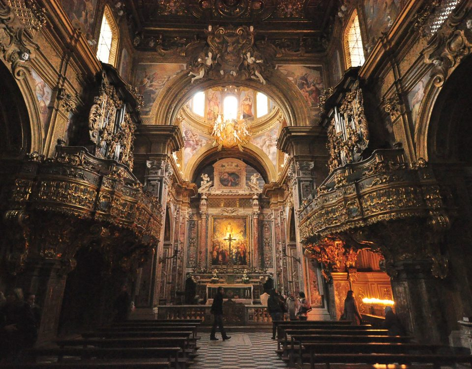 Gli splendidi interni dell'Edificio Sacro dedicato a San Gregorio Armeno!!!