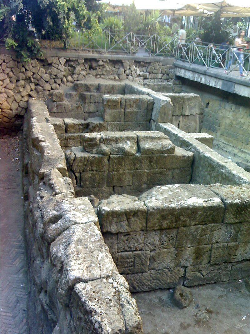 Le Mura Greche di Piazza Bellini