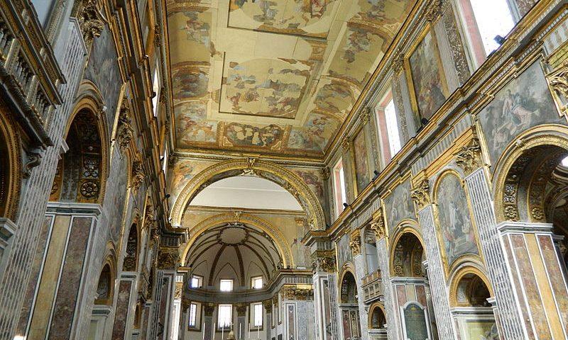 La Navata Centrale della Basilica Partenopea di San Paolo Maggiore