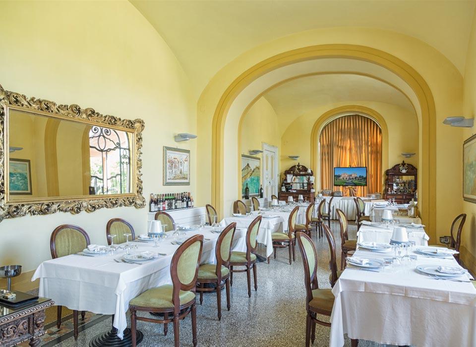villasignorini_hotel_a_ercolano_galleria_foto_ristorante_sala_b