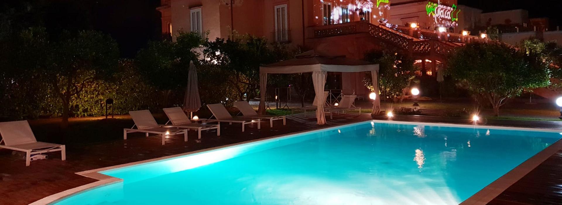 villasignorini_hotel_a_ercolano_foto_piscina_esterna_di_notte